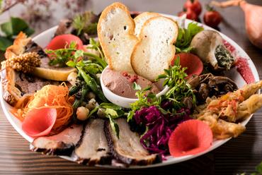 【MURA】の魅力が詰まった一皿『プレミアム前菜10種盛り合わせ』
