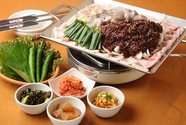 韓国の人にも評判が高く、人気急上昇中『チュクミ(イイダコ)セット』