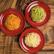 パスタの聖地南イタリア・カンパーニャ州の代表的パスタメーカー「ディ・マルティーノ社製のパスタ」をはじめ、「チーズ」や「オイル」なども、現地で親しまれているものを使用しています。