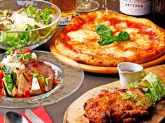 コースメニューのピザは、約20種類から種類を選べて、どれにしようか考えるのも楽みの一つ