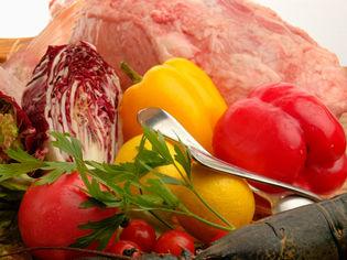 シェフが自ら市場に出向き仕入れる、季節のおすすめ野菜