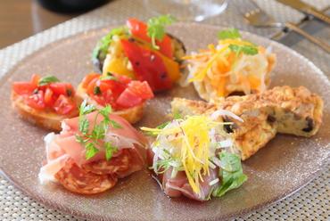 季節の味覚で彩る華やかな一皿『前菜おまかせ盛り合わせ 6種』