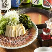 目の前の囲炉裏で食材を焼く、ジュージューと香ばしい香りが食欲をそそる【醸家】ならではの宴会コース