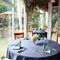 明るい雰囲気のテラス席を完備