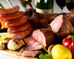 今話題の熟成肉や串刺しの様々なお肉が食べ放題!牛・豚・ソーセージを熟成させました!