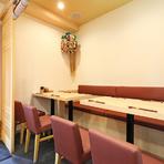 明るくゆったりとした個室で、おいしい料理と楽しい会話を