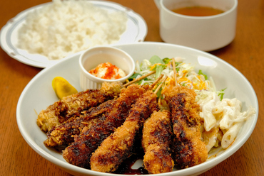 3種類の肉を食べ比べ『ZUN特製 串カツ盛りランチ』