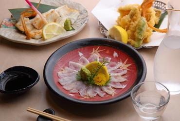 国産の新鮮な活穴子を熟練した板前の業で、好みの料理で味わえる『穴子(1本)』
