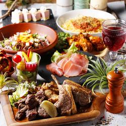 本日のおすすめお肉3種盛り合わせや、ローストビーフのシーザーサラダなどお肉尽くしの肉バル7品