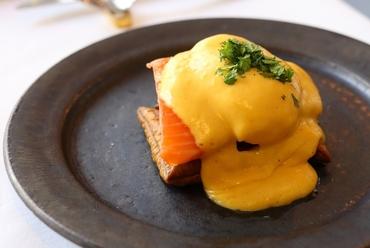 オープン当時から3度のバージョン変更を経て復活『45度で1時間焼いたサーモン「ニューヨークの朝食」』