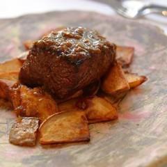 味わい葡萄牛がメインディッシュのボリューム満点でお手軽なランチです。