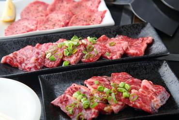 プロが見て、食して仕入れる厳選肉。本格鉄板焼きが楽しめる『焼肉』メニュー