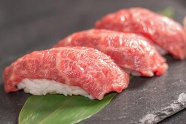 上品な甘みをさらに引き立てた『宮崎牛の炙り寿司』は贅沢な逸品