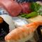 季節の旬のネタで握る寿司をご堪能下さい
