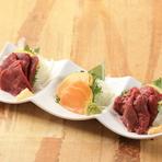 ポン酢の酸味と柚子胡椒辛みやさわやかさが軍鶏の旨味を引き立てる『軍鶏のたたきポン酢』
