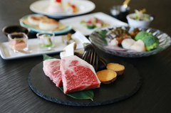 国産牛サーロインをはじめ、真鯛やオマール海老などを使用した【鉄板焼浜】料理長おすすめのコース