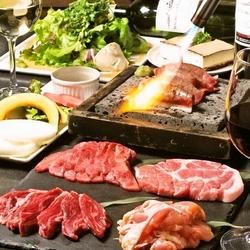 和牛焼寿司・バーニャカウダー風 焼野菜・タン・ハラミ等選べる8品! 当店自慢のコースです!
