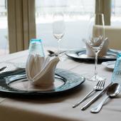 記念日のディナーに相応しい、洗練されたカトラリー