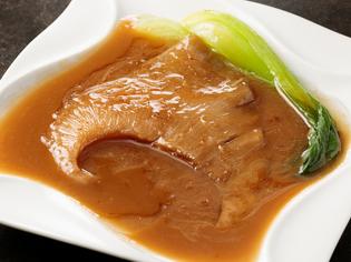 正統料理を地元の街で味わえる『気仙沼産フカヒレ正油煮込み』