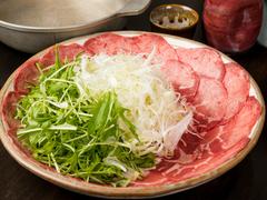 『大トロの刺身』や『本マグロカマ焼き』などの質の高い料理を提供。メインの肉料理は2種類から選べます!
