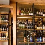 お店の利き酒師や酒造のアドバイスを参考に、旬なものを中心に提供。日本酒は佐賀県の地酒をはじめ、純米酒から純米大吟醸を仕入れています。店内にはワインセラーがあり、料理によく合うワインを取り揃えています。