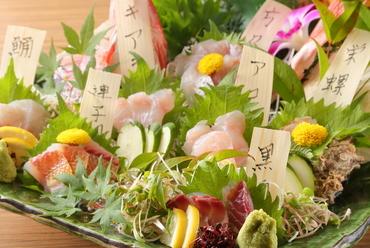 四季折々、旬の魚介をふんだんに盛り合わせた『豪快造り盛り』