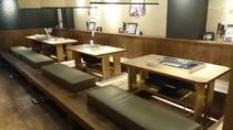 店内はテーブル席と堀こたつ席で使い勝手が良好!