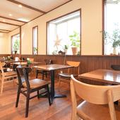 穏やかな雰囲気の店内で優雅に過ごす、カフェタイム