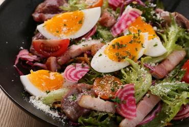 旬の野菜をメインに様々な食感と味わいを楽しめる『さらもじスタイル 野菜サラダ』