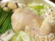 丸鶏を一羽まるごと使ったヘルシーな鍋。じゃが芋・長ネギ・トッポギ等具沢山で、さっぱりしていますが食べごたえもあります。特製たれに付けていただきます。〆にはうどんや雑炊を。