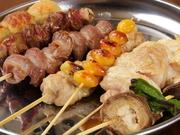 富士宮の養鶏場から直接仕入れるブランド鶏「さわやか富士の鶏」を使用。とても柔らかく、味わい深いのが特徴です。ネギマをはじめ、つくねやヤゲン軟骨など、種類も豊富。