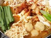ぷりぷりの「もつ」に味わい深いスープは、さっぱり塩・旨味しょうゆ・店一押しの味噌味から選べます。ニラ・もやし・キャベツ・ネギ等野菜もたっぷり。〆のラーメンが絶品です。