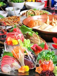 『肉刺し盛り合わせ』や『天ぷら』、『刺身』など、おすすめメニューが満載の豪華コース!