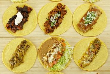 本場メキシコの味! 12種もの多彩な具が集う『タコス マサ』