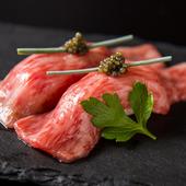 リピーター続出! 和牛サーロインを贅沢な握りで堪能『肉寿司』