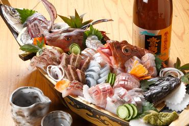 鮮度抜群。朝獲れ鮮魚を味わえる『豪快お造り盛り合わせ9品』