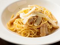 自家製パンチェッタとペコリーノチーズを使用した『やまゆりポークパンチェッタのカルボナーラ』