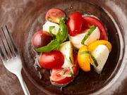 シェフが味にこだわり仕入れた井出農園のトマトと、ミルキーな旨みたっぷりの水牛のモッツアレラチーズを使用。オリーブオイルとアルペンザルツの岩塩で仕上げ、シンプルゆえに食材本来の味が存分に楽しめる一品。