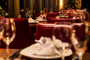 シェフが独自の発想で構成する3種類のコース料理をご用意。 ディナーでのご利用にはぜひ、時季の道産食材をあしらったBORDEAUX自慢のコースをお愉しみくださいませ。 詳細は「コース」タブをご覧ください。