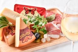 季節の食材をあしらった種類豊富なランチビュッフェ。詳細は「ランチ」タブでご確認ください!