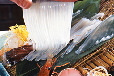 感動のコリコリ食感! 毎日函館から直送される鮮度抜群の『活烏賊踊り造り』