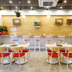 接待や商談などのビジネスシーンでの食事場所としてもふさわしい料理店。完全個室も完備しておりますので、ご利用シーンに合わせたお席をご相談下さい。