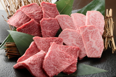 3種類の部位が食べ比べできる『特選 牛盛り合わせ(2~3人前)』
