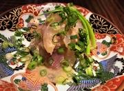 一杯目と合わせる『つきだし』には季節のとびきりの食材が登場。写真の『真鱈の白子ポン酢』のように旬魚介も多く、仕入れに応じて『戸井産赤身まぐろのお造り』も。新蕎麦の時季には『蕎麦の実のおひたし』なども。