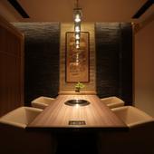 一流の素材を味わうのにふさわしい、趣のある個室