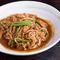 豚ひき肉、ニラ、ニンニク、ゴマでオーソドックスに楽しめる『しん吉汁なし辛担々麺』