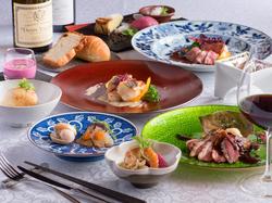 プリプリの海老と季節の野菜を特製ソースでからめたリッチなランチ。