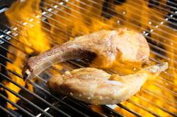 ディナーでも人気の九州産鮮魚のパイ包み焼きなど、シェフ自慢の魚料理を気軽にランチで。