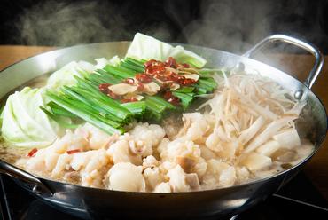上質なホルモンを丁寧に下処理し、上品で優しい味わいに仕上げた『博多牛もつ鍋(醤油味)』