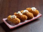 """""""最強の蟹クリームコロッケ""""を目指した、ワンランク上の創作蟹料理。蟹の身をふんだんに使った、専門店ならではのリッチな蟹クリームコロッケです。"""